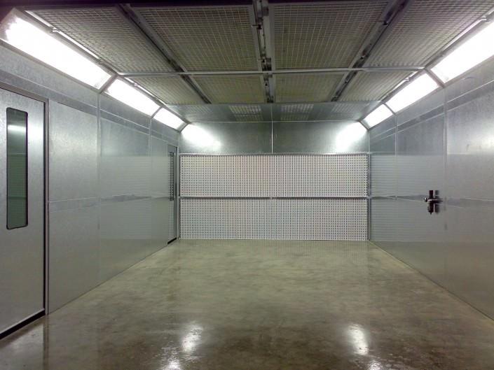 Manual fully enclosed spray shop